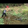 Spearfishing BIG FISH In A TINY Creek (Primitive Technology)